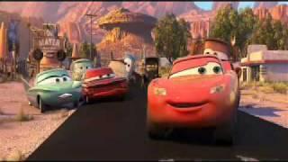 cars motori ruggenti - saetta aiuta tutti
