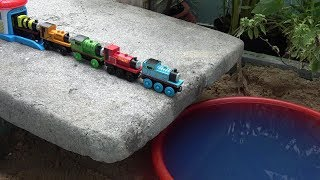 THOMAS The Train toys Thomas and friends falling water with Cars Tayo the little bus garage toy play