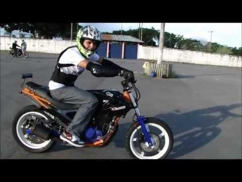 Aprenda a empinar de moto em 1 minuto Learn to wheelie 1 min how to wheelie