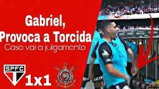 Gabriel jogador do Corinthians faz gestos obscenos para a torcida do São Paulo