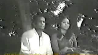 BANGLA MOVIE SONG of RAZZAK & KOBORI on SONALI  AKASH  Gacher Toley Chaya Aachey