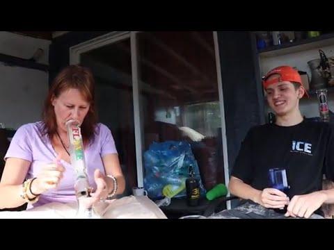 Xxx Mp4 SMOKING WEED WITH MY FRIEND S MOM 3gp Sex