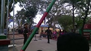 দেখুন বাংলাদেশের বিজিবি এবং ভারতের বিএসএফ মিলে এক সাথে দু'দেশের পতাকা নামানোর দৃশ্য (HD)