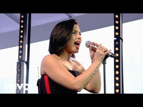 Demi Lovato - Skyscraper (Demi Live