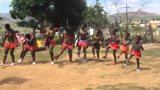 Umhlonyane ceremony by Zulu maidens part 1