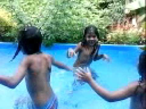 Minhas primas na piscina