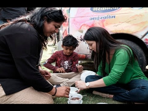 Sunny Leone Cute Moment With Little Fan On Set