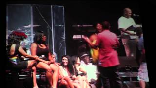 KEITH SWEAT DANCES ON STAGE