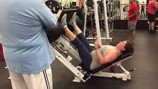 35 year old woman leg presses 900 pounds one full rep two with help no knee wraps