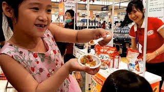 Gia Linh ăn thử tất cả các loại thức ăn uống thử tất cả các loại đồ uống trong Aeon