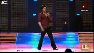 ShahRukh Spreading his arms, In totally Awesome pose!