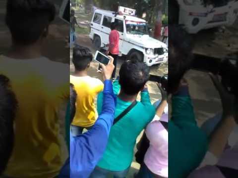 Xxx Mp4 Indina Railway पुलीस का गाड़ी फुक दिया गया और उसे खदेड़ दीया गया रेलवे में नौकरी नही मिलने से नाराज 3gp Sex