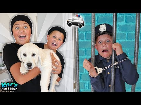 🚓 KID COP VS ROBBERS STEAL A PUPPY Pretend Play Cops and Robbers Game for Kids