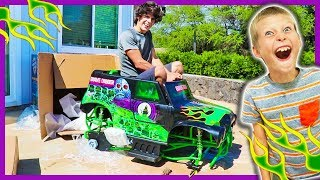 UNBOXING GRAVEDIGGER RIDE ON MONSTER TRUCK