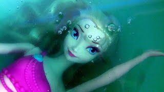 Elsa Transforms in Little Mermaid Elsa Swimming Underwater in Slime Baff Frozen Bath Water Toys
