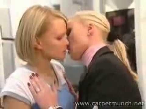 sexy lesbian kissing Video