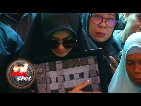 Syahrini Tunda Rencana Menikah Setelah Kakak Meninggal Dunia Hot Shot 28 September 2018