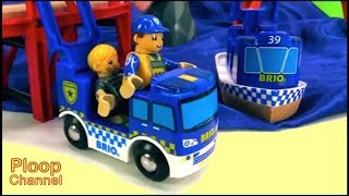 TOY TOWN - BRIO Police stop a GOLD ROCK Robber! Brio toys videos for kids with Toy Railway Trains