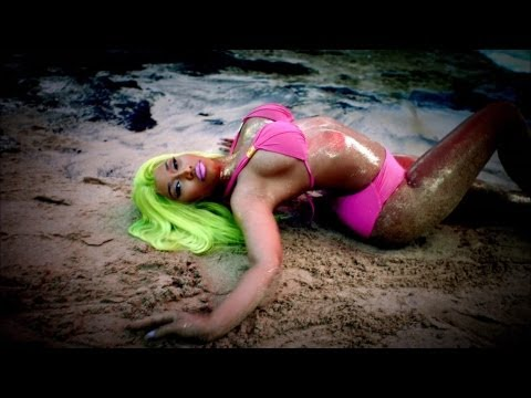 Nicki Minaj 'Starships' Video Musical Debuta