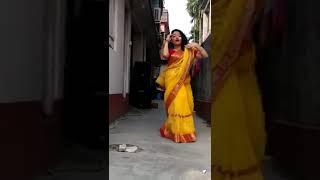Bindiya chamke chudi khanke dance cover by Bengali Aunty