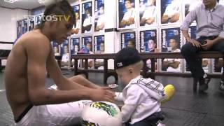 Neymar teaches his son David Lucca to play football (NEYMAR BRINCA COM DAVI LUCCA) HD