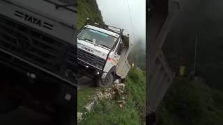 Truck fall from Mountains - Sirmour Himachal Pradesh  Caught On Camera: