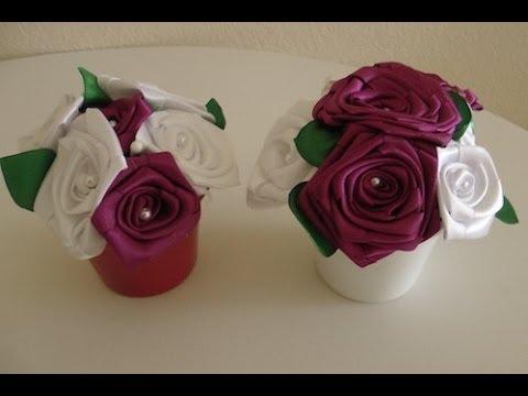 Vaso de rosas de cetim