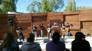 El Manzano Histórico, canta el grupo grieta-
