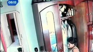 Câmera flagra empregada doméstica roubando dinheiro do patrão em SP