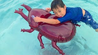 泡あわプール カブトムシの浮輪で遊んだよ♫ お出かけ こうくんねみちゃん Bubble Pool