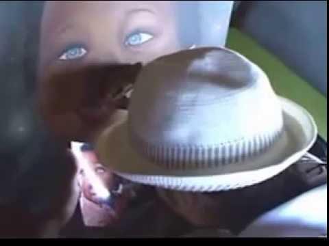 pintura realista bebê negro lindo com olhos azuis