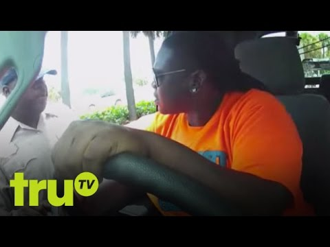 South Beach Tow - Mean Woman Tossed From Vehicle