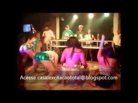 Lalita dançando funk com sensualidade