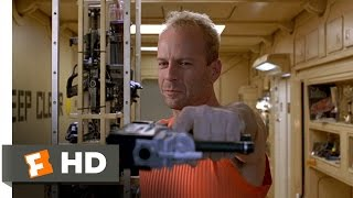 Korben Outwits a Mugger - The Fifth Element (1/8) Movie CLIP (1997) HD