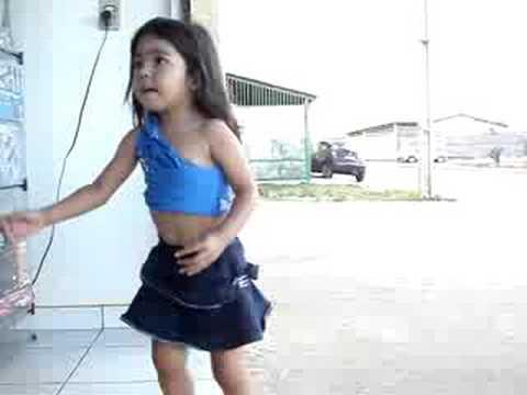 karol dançando