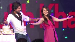 Shahrukh Khan's Teaches Signature POSE To A Cute Girl