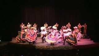 La Culebra y La Negra - Mariachi Vargas de Tecalitlán con el Ballet Folklorico del ITLP