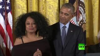 أوباما يتعرض لموقف محرج اثناء تكريمه للفنانة ديانا روس
