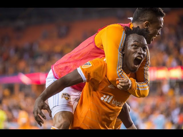 SLO-MO: Alberth Elis and Vicente Sánchez connect for the game-winner