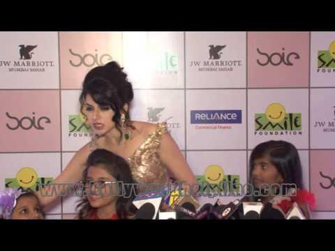 Bhagyashree Patwardhan, Sagarika Ghatge At Fashion Show Smile Foundation (Part-8)