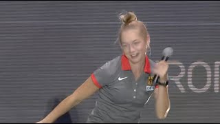 Gina Lückenkemper tanzt nach der Siegerehrung