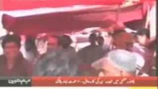 15 Pathan beating one man in Karachi