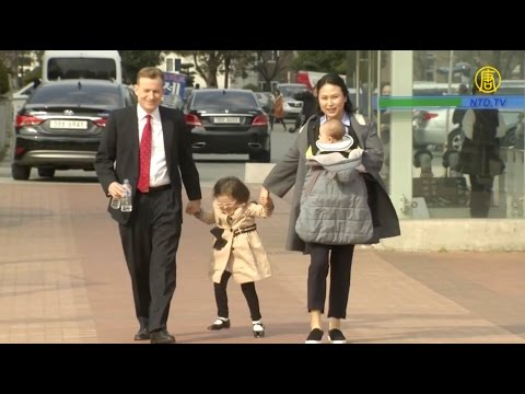 Family blooper goes viral after Korea expert s kids crash BBC interview