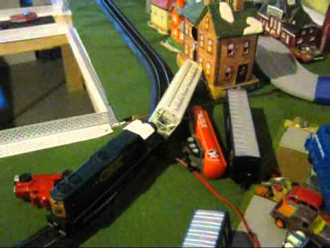 HO Train crashes FUNNY .wmv