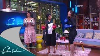 Nafa Urbach mengajarkan Asri Walas dan Sarah Sechan teknik bela diri