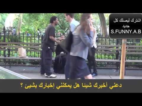 رجل يجبر فتاة مسلمة على خلع حجابها امام الناس شاهد كيف تعامل الناس معه
