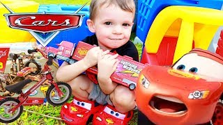 Disney Cars 3 TOYS Scavenger Hunt 🚗 World
