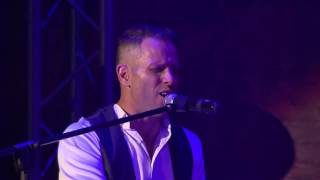 Garth Taylor sings Hello by Lionel Ritchie