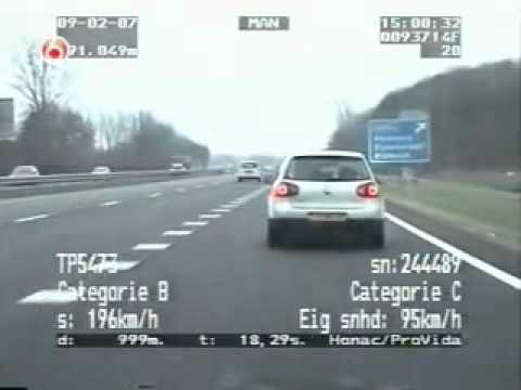 Porsche 911 tenta escapar a policia