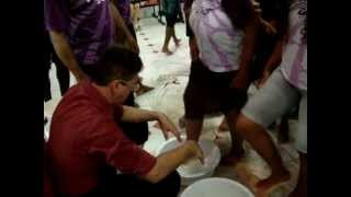 Momento do lava pés na sinagoga da ICDV